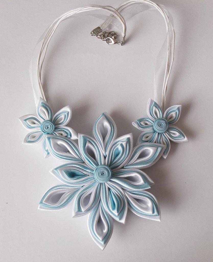 Collana kanzashi colore bianco e azzurro