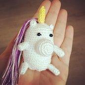 Unicorno amigurumi, spilla, calamita, porta chiavi, gioco, porta fortuna, fatto a mano, uncinetto