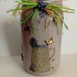 Barattolo o vaso in stile shabby con applicazione di fiocchetto e farfalline