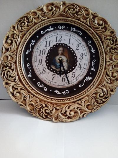 Piatto trasformato in orologio gregoriano