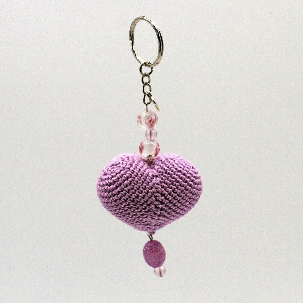 Portachiavi San Valentino con cuore rosa amigurumi fatto a mano all'uncinetto e perle