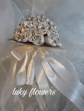 Bouquet da sposa con rose in raso