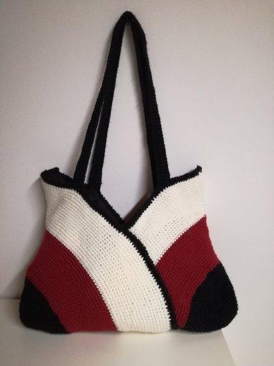 borsa di lana tre colori lavorata all'uncinetto