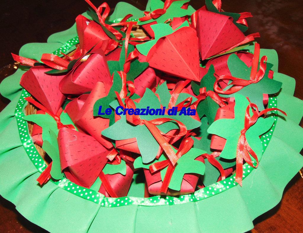 Scatoline a forma di fragola per confetti o caramelle