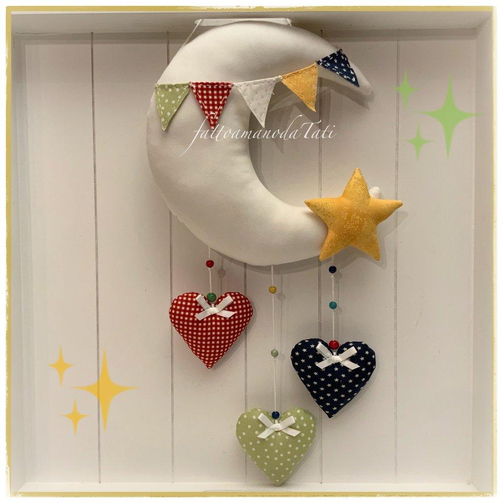 Fiocco nascita luna con tre cuori,una stella e bandierine colorate