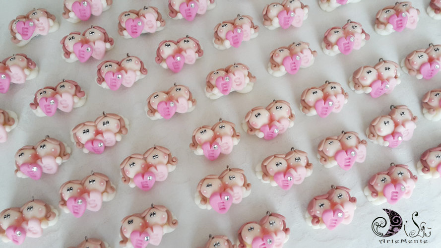Bomboniere angioletti ciondoli gemelline angelo con cuore personalizzato con lettera impressa