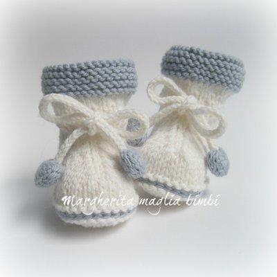 Stivaletti/scarpine neonato - fiocco/cuoricini - fatti a mano - lana/alpaca - bianco/blu ghiaccio