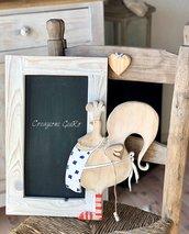 Lavagna decorata con gallina in legno