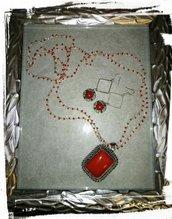 Parure orecchini e collana lunga all'uncinetto con filo argento e perle rosse