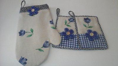 Set guantone e presine floral blu