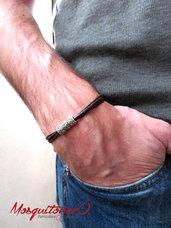 Bracciale uomo semplice in cordino di cotone marrone e 3 elementi in metallo colore argento