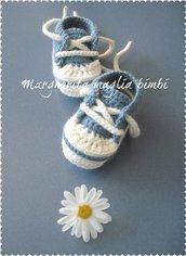 Scarpine/sneakers bambino - lana/alpaca - blu chiaro/bianco - fatte a mano - uncinetto