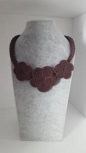 Collana da donna in tricotin