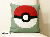 Fodera cuscino ispirata alla Pokeball da Pokemon