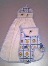 Asciugamano e guanto da forno ricamati