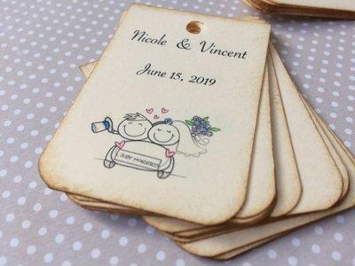 Tag bomboniera matrimonio rettangolari cartoncino avorio sposini colorati a mano scritta nera