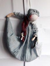 Bambola blu Agatha
