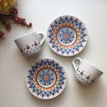 Tazzine di ceramica bianche con piattino decorare con mandala dipinto a mano
