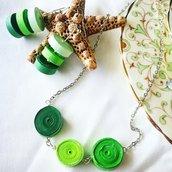 Parure in carta con sfumature verdi
