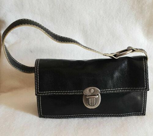 Borsa donna Baguette in pelle nera multitasche con cerniera chiusura clips style