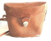 Borsa secchiello usata in pelle marrone con tracolla regolabile chiusura fibia