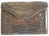 Borsa Trapuntata in pelle lucida nera a mano chiusura scatto foderata
