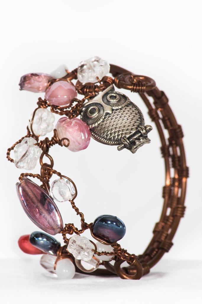 bracciale rigido in rame con perline e gufo argentato