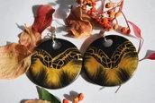 orecchini grandi tondi, in fimo, nero e oro, fantasia etnica