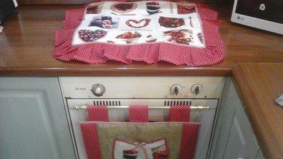 IN SALDO - Set cucina, copriforno e fornelli COUNTRY in rosso