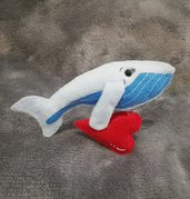 Spilla balena, portachiavi balena, innamorati, balena cuore, balenottera innamorata.