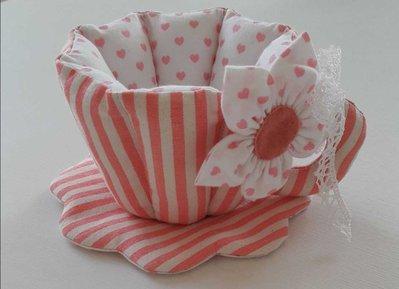 Tazza in tessuto rosa righe e cuori