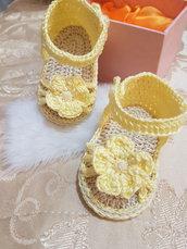 Scarpine sandali neonata fatte a mano all' uncinetto