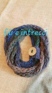 Collana scarf di lana con bottone - fatta a mano