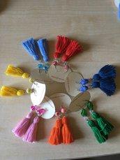 Orecchini con nappine colorate