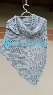 Scialle / sciarpa triangolare di lana / fatto a mano ai ferri
