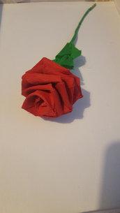 Rosa rossa in carta crespa
