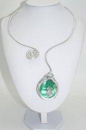 Collana Wire in alluminio e madreperla verde smeraldo
