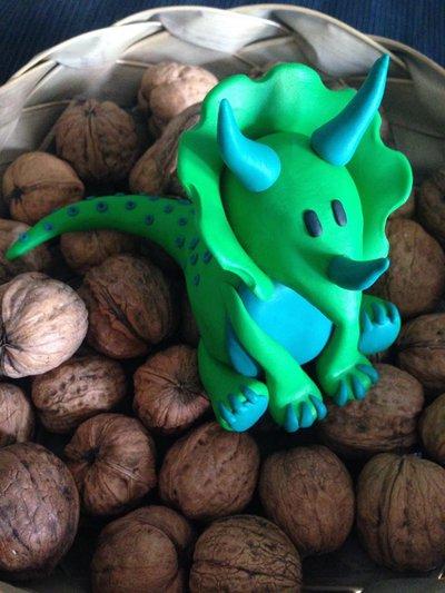 Cake-topper Dinosauro 3D interamente realizzato a mano in pasta FIMO
