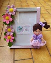 Portafoto in legno con margherite e bambolina in pannolenci
