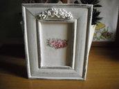 Cornice Portafoto  bianca  in stile shabby con decorazione in gesso da tavolo