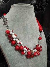 Collana girocollo fili rocailles rosse pietre naturali agata bianca rossa
