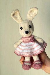 Coniglietta amigurumi con vestitino rosa
