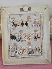 Bijoux vintage realizzati a mano con soggetti di vario genere