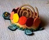 Tartaruga porta zampirone e cellulare di ceramica manufatto dipinto con colori vivaci con rilievi e impressioni