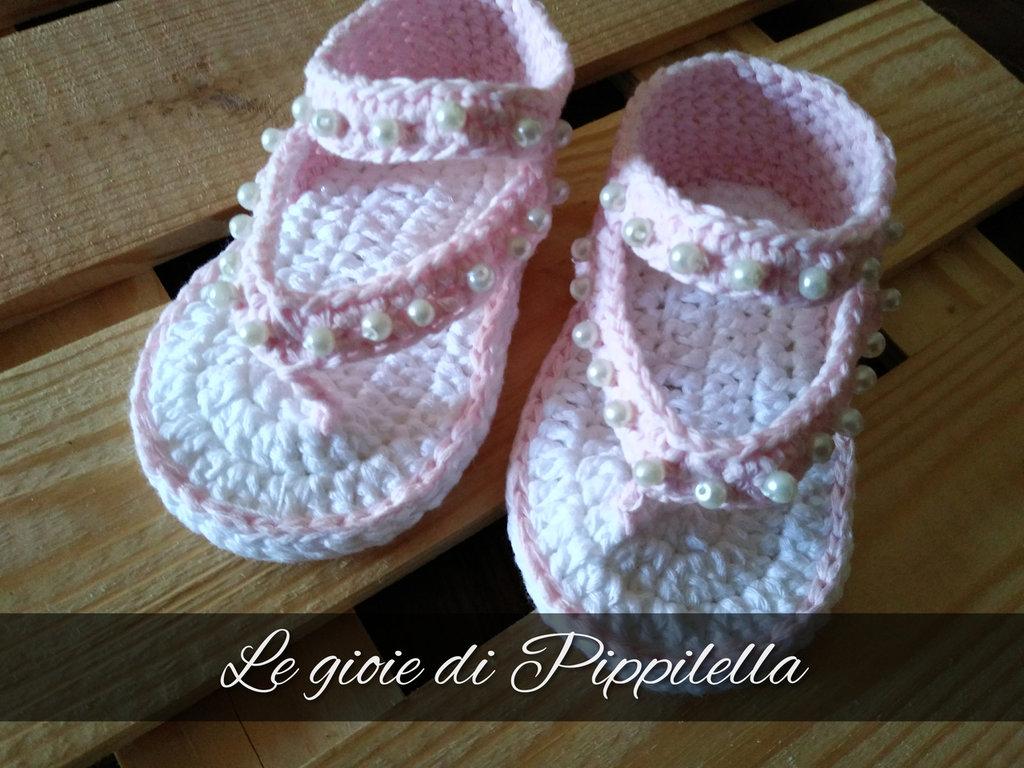 Sandalini infradito rosa baby con perline, idea regalo.