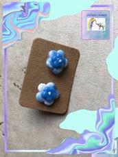 Orecchini con fiorellini azzurri  in fimo