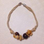 Collana girocollo in lino beige con perle di legno fatta a mano
