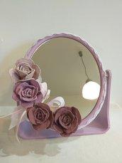 Specchietto da tavolo decorato con rose e pizzi