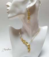 Collana e orecchini con orchidee e perle di acqua dolce, argento placato oro 21 k,  parure donna, regalo pasqua