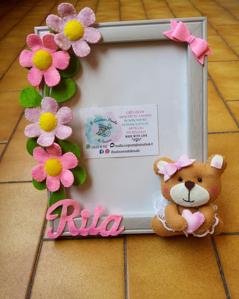Portafoto in legno con orsetto e margheritine in pannolenci